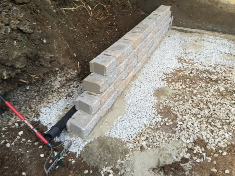 Custom-two-level-retaining-wall-patio-progress-05